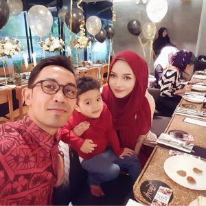 Joy Revfa Gembira Bersama Suami Dan Anaknya