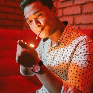 Artis Merokok Mas Khan