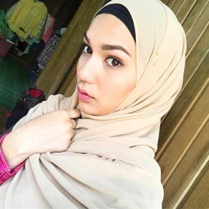 Elisya Sandha Bertudung Comel