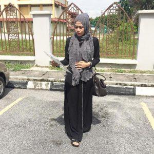 Elly Arifin Bertudung Ala Muslimah