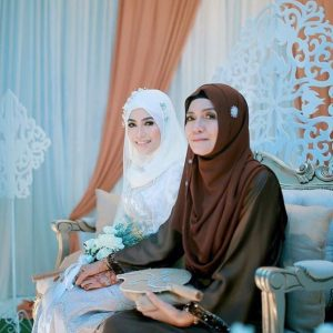 Elly Arifin Dan Ibu
