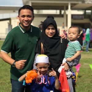 Gambar Imam Muda Asyraf Bersama Isteri Dan Anak