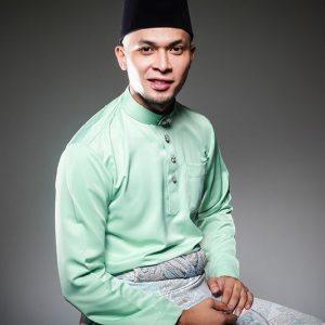 Gambar Jaslin Puasa Berbaju Melayu Tradisional