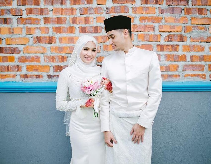 Gambar Kahwin Aprena Manrose Dan Suami