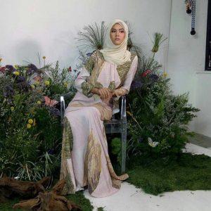Alicia Amin Bertudung Muslimah