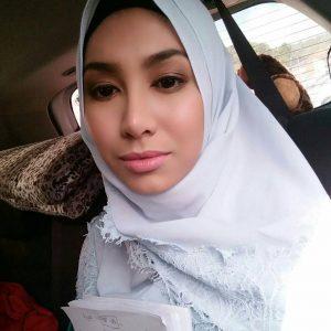 Cantiknya Tisha Shamsir Bertudung