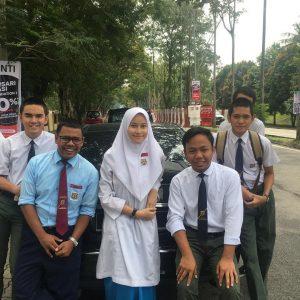 Eyra Hazali Bersama Rakan Sekolah