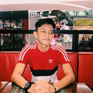 Ismail Izzani Pakai Baju Sukan Adidas
