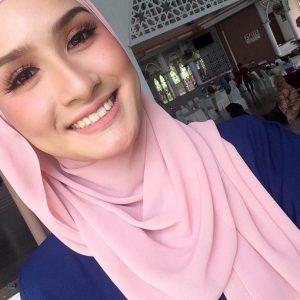 Wajah Selfie Neera Azizi