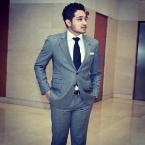 Adib Khalid Segak Memakai Baju Kot