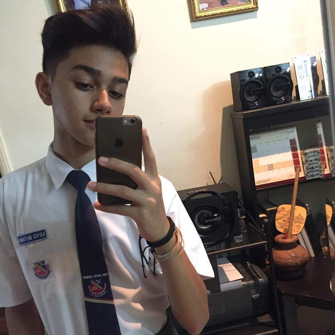 as ad motawh pakai baju uniform sekolah azhan co