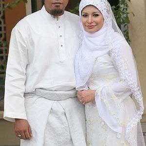 Gambar Kahwin Zila Bakarin Dan Suami