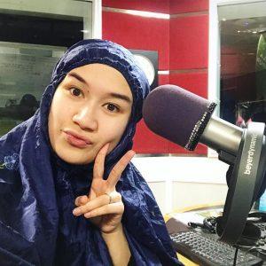 Hani Fadzil Era Pakai Telekung