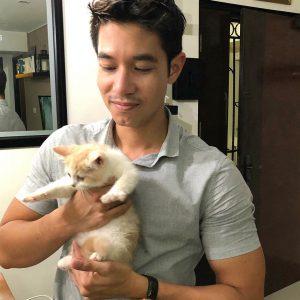Iswan Ismail Pelakon Yang Minat Kucing