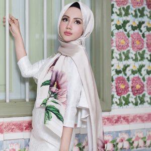 Nadiyah Shahab Bertudung