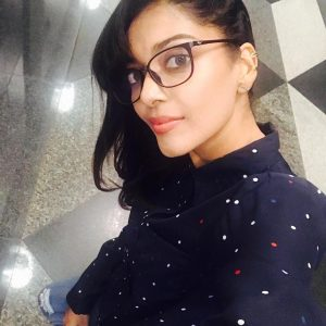 Sangeeta Krishnasamy Bercermin Mata