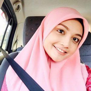 Selfie Cikgu Puteri Aishah