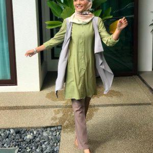 Siti Elizad Mengenakan Pakaian Menutup Aurat