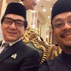 Ustaz Kazim Elias Selfie Bersama Jackie Chan
