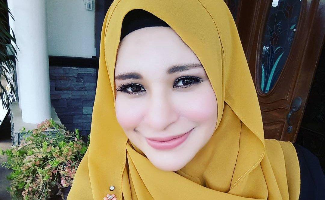 Zila Bakarin Cantik Bertudung