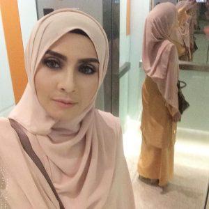 Zizi Kirana Selfie