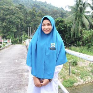 Aishah Azman Pakai Uniform Sekolah