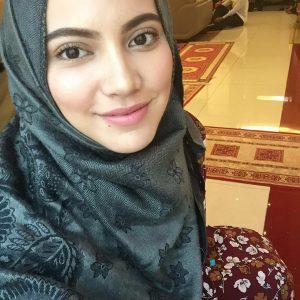 Cantiknya Nina Iskandar Bertudung
