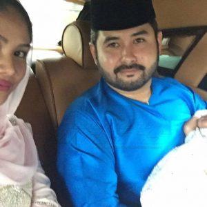 Che Puan Khaleeda Bustamam Dengan Baby