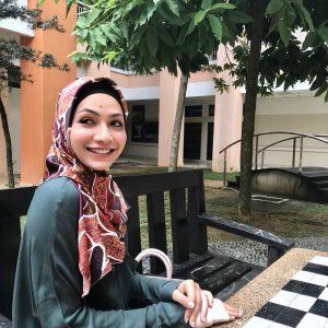 Gadis Bertahi Lalat Aishah Azman