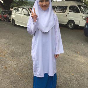 Nina Iskandar Pakai Baju Sekolah