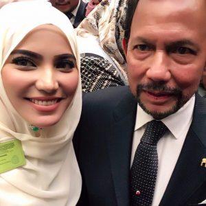 Selfie Nina Iskandar Bersama Sultan Brunei