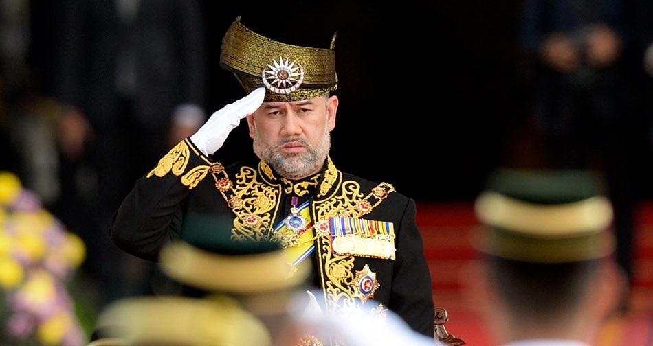 Yang Di Pertuan Agong Sultan Muhammad V Tabik Hormat