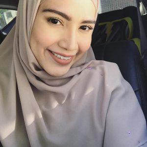 Cantiknya Elyana Berhijab