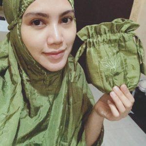 Elyana Pakai Telekung