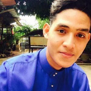Yazid Izaham Dgn Baju Melayu