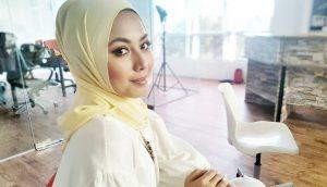 Biodata Azar Azmi, Pelakon Kelahiran Dewi Remaja