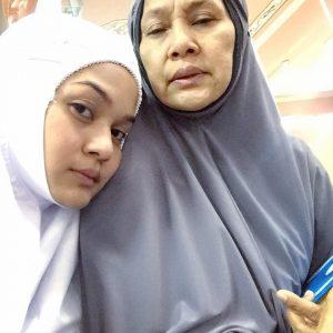 Foto Nada Syuhada Pakai Telekung Solat