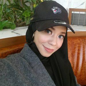 Hana Ismail Bertudung Dan Bertopi