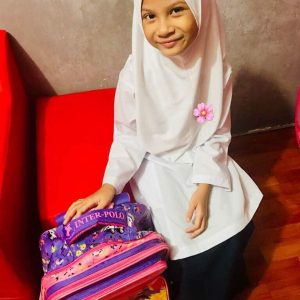 Indah Emeerlda Pakai Baju Sekolah Dan Berhijab