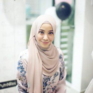 Wanita Cute Hana Ismail