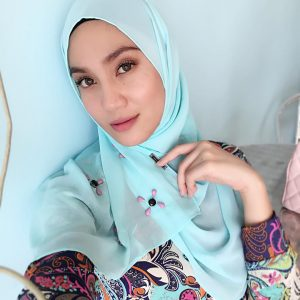Cantik Rupawan Wanita Melayu Ramona Zamzam