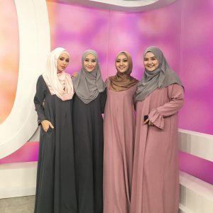 Gambar Pengacara Go Shop Dengan Pakaian Jubah Muslimah