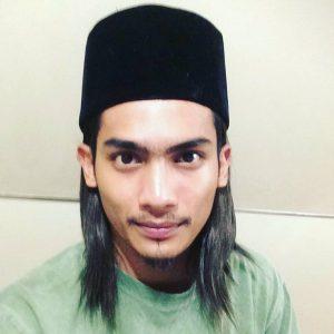Niezam Zaidi (Pakai Songkok Rambut Panjang)