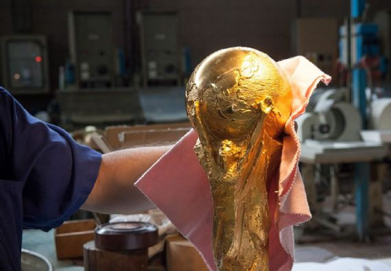 Cara Piala Dunia Diukir 11