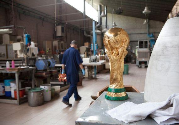 Cara Piala Dunia Diukir 12