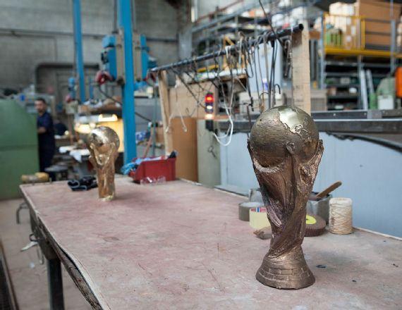 Cara Piala Dunia Diukir 6