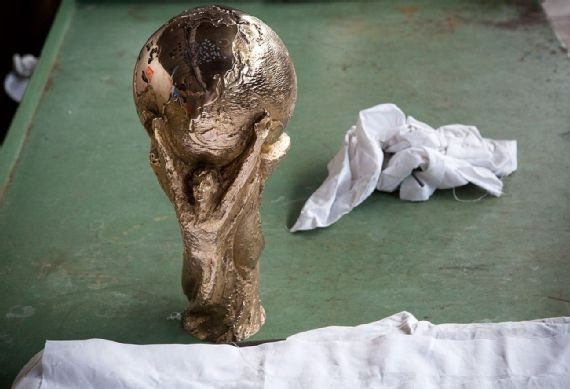 Cara Piala Dunia Diukir 9