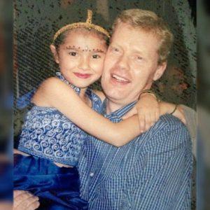 Foto Amelia Henderson Dan Ayahnya
