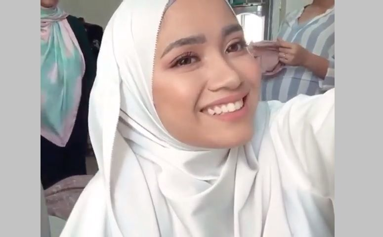 Yuna Rahim Bertudung