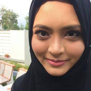 Gadis Lesung Pipit Syida Melvin